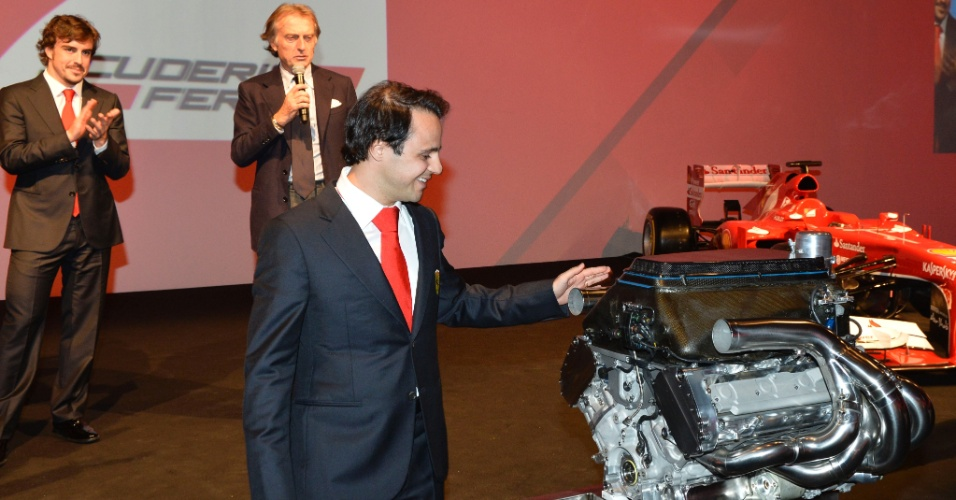14.12.2013 - Ferrari presenteia Massa com motor do carro de 2008
