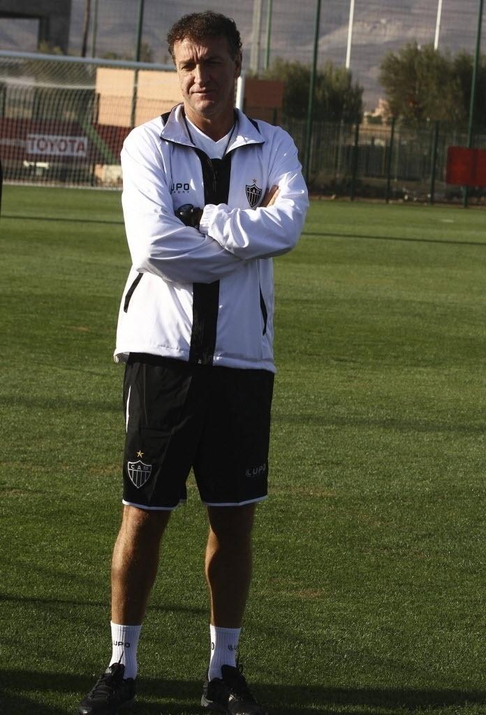 17.dez.2013 - Cuca comanda treino do Atlético-MG às vésperas da semifinal do Mundial de Clubes contra o Raja Casablanca