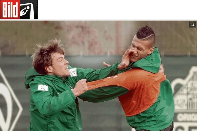 Clemens Fritz, capitão do Werder Bremen, acerta soco em Davie Selke durante treino da equipe