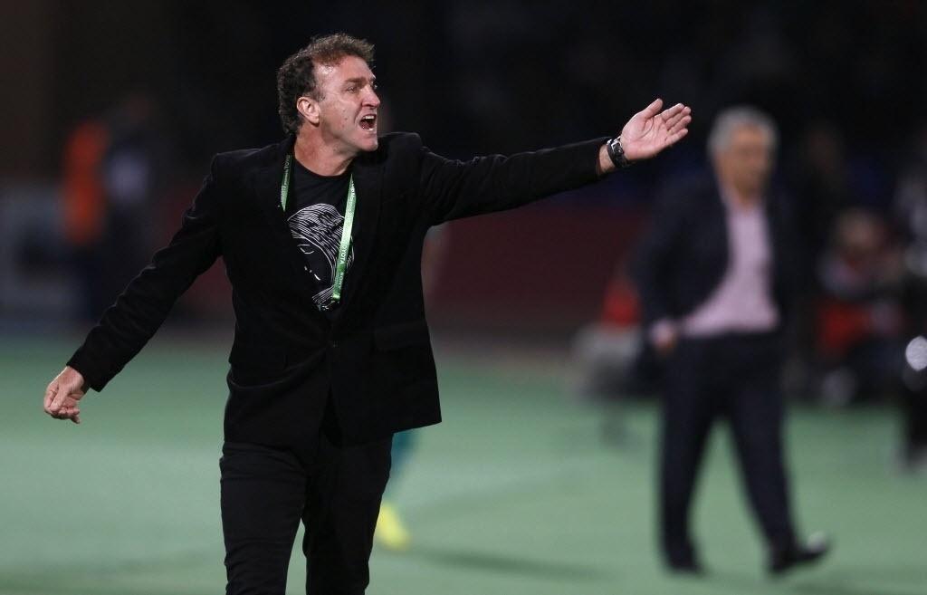 Cuca orienta time do Atlético-MG durante a semifinal do Mundial