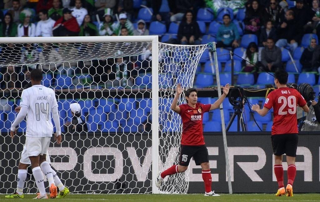 Conca comemora após marcar de pênalti para o Guangzhou Evergrande (21.dez.2013)