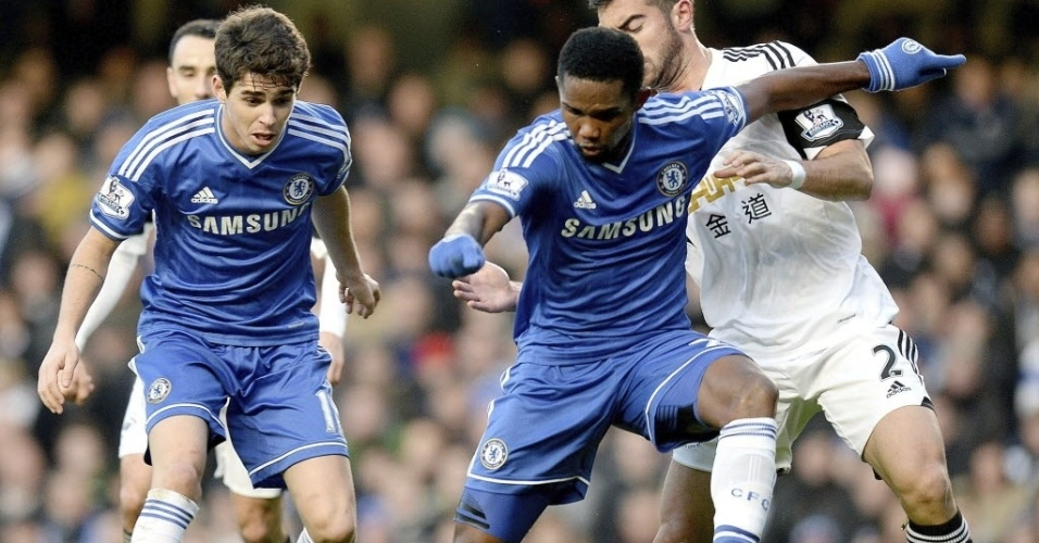 26.dez.2013 - Oscar e Eto?o em ação durante partida do Chelsea contra o Swansea