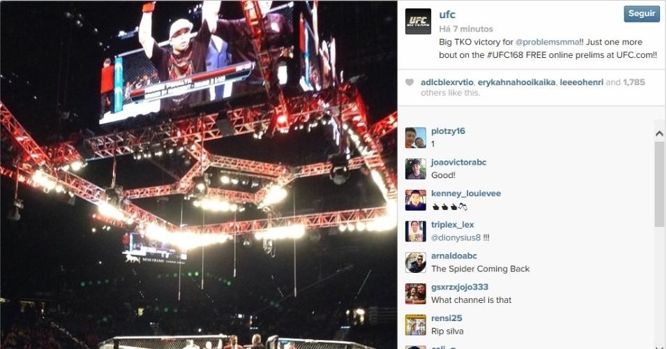 28.dez.2013 - Telão exibe Robbie Peralta após nocautear Estevan Payan na primeira luta do card preliminar do UFC 168