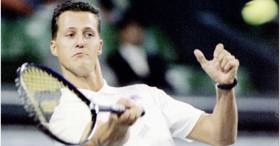 30. dez. 2013 - Michael Schumacher durante partida de tênis, em Tóquio, em 1995