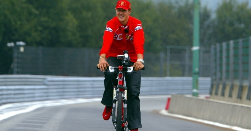 30. dez. 2013 - Schumacher anda de bike, na Bélgica, em 2002