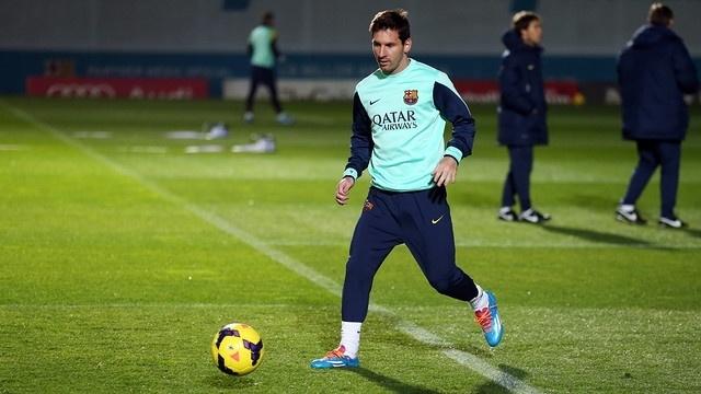 02.jan.2014 - Messi retornou aos treinamentos no Barcelona nesta quinta-feira