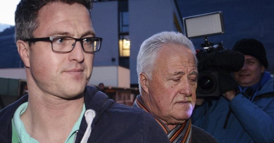 02.jan.2014 - Ralf Schumacher e Rolf Schumacher, irmão e pai de Michael Schumacher, visitam o heptacampeão mundial de F-1 no hospital