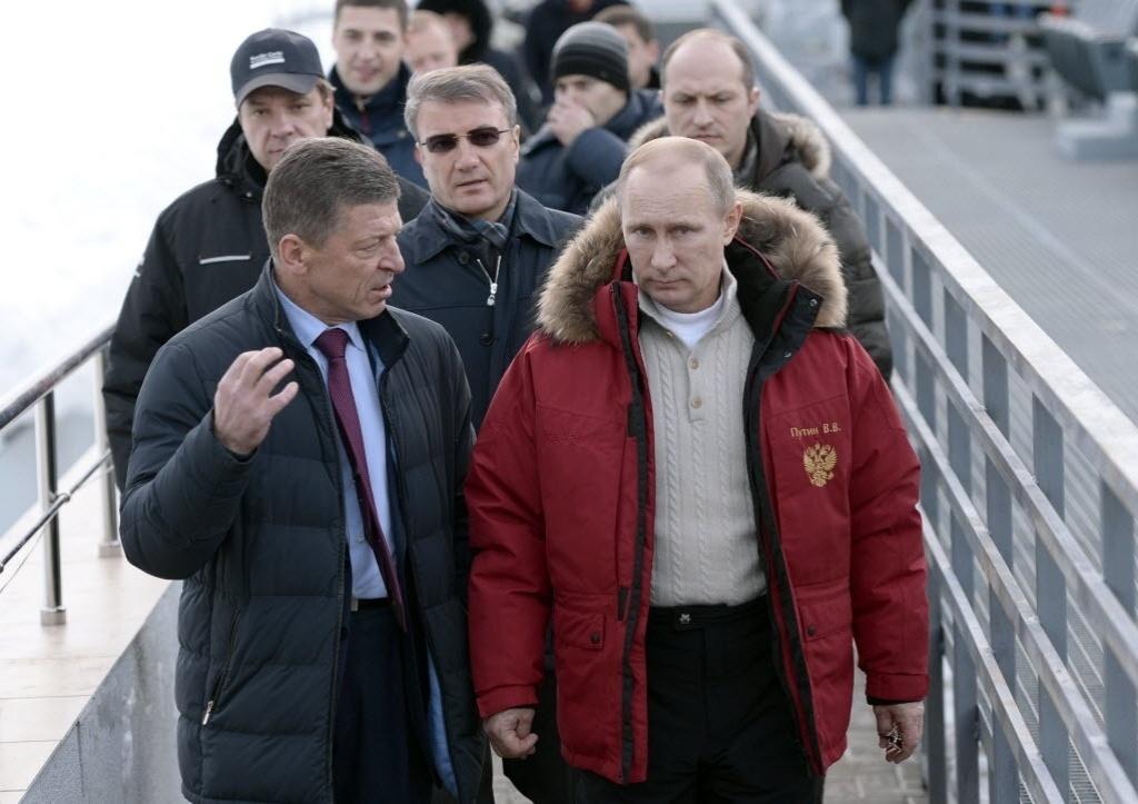 03.dez.2014 - Presidente da Rússia, Vladimir Putin, inspeciona instalações das Olimpíadas de Inverno de Sochi