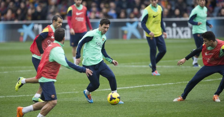 03.jan.2014 - Lionel Messi volta a treinar com companheiros do Barcelona