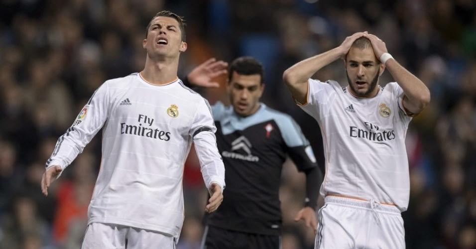 06.jan.2014 - Cristiano Ronaldo e Benzema lamentam oportunidade desperdiçada pelo Real Madrid na partida contra o Celta