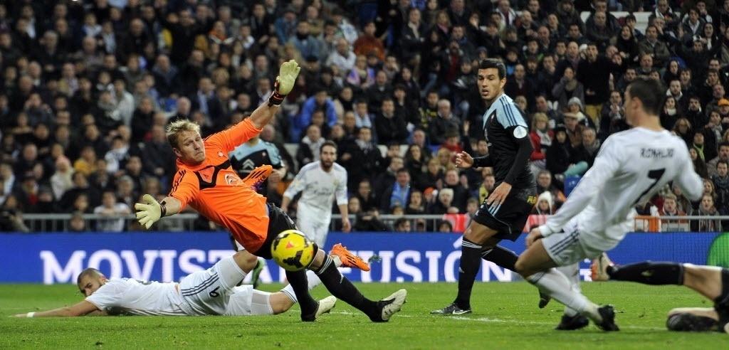 06.jan.2014 - Cristiano Ronaldo marca o segundo gol do Real Madrid contra o Celta pelo Campeonato Espanhol