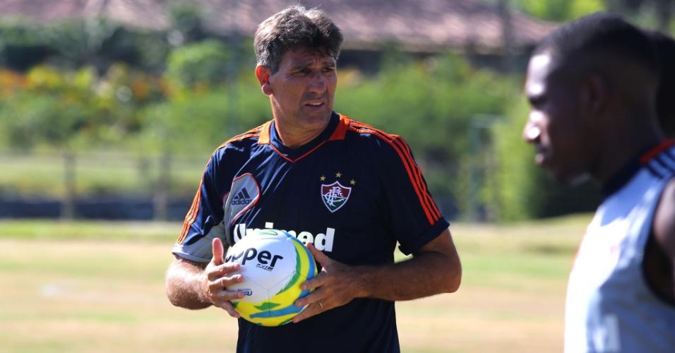 9.jan.2014 - Renato Gaúcho comanda treino do Fluminense em Mangaratiba