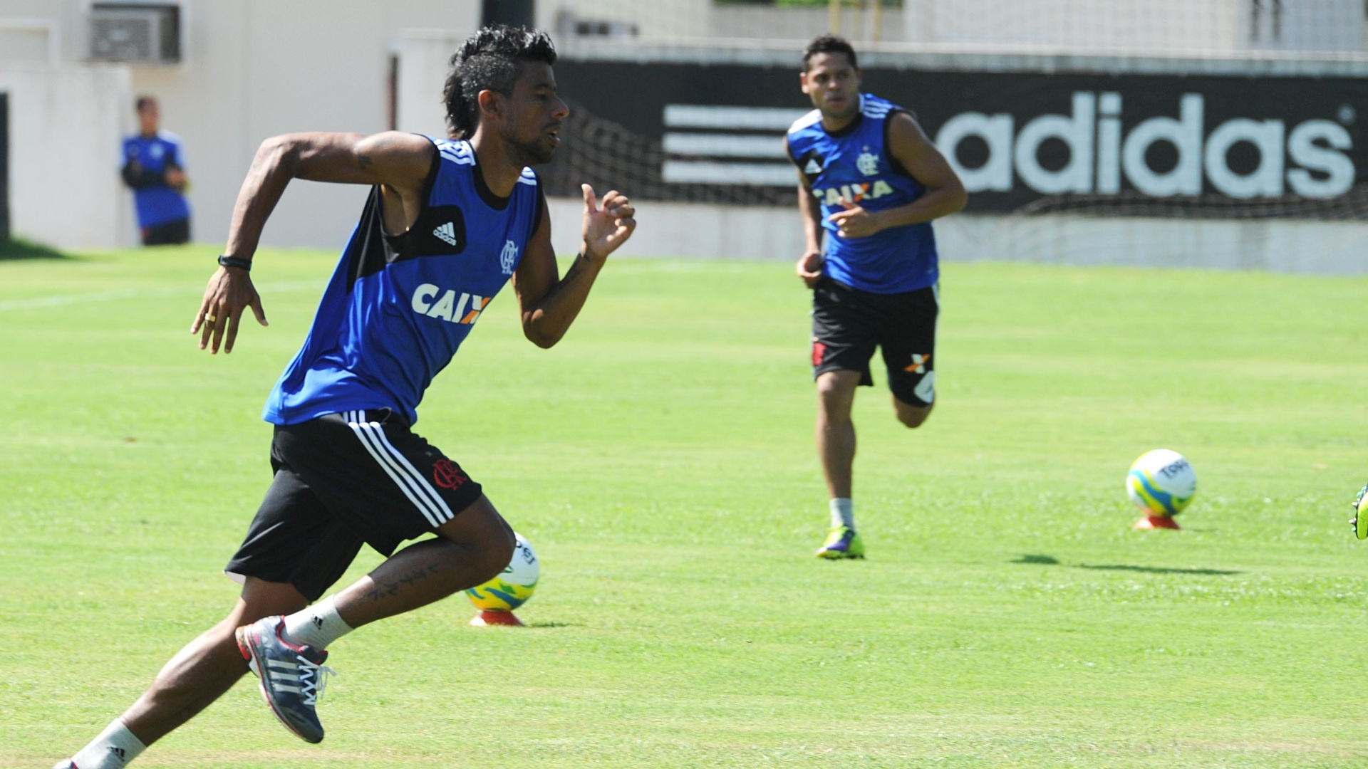 http://imguol.com/c/esporte/2014/01/10/10jan2014---leo-moura-corre-no-ct-do-ninho-do-urubu-durante-a-pre-temporada-do-flamengo-1389365655247_1920x1080.jpg