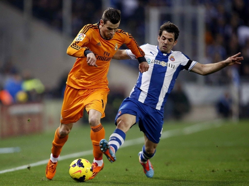 Jan Jogador Do Real Madrid Gareth Bale Tenta Fugir Da