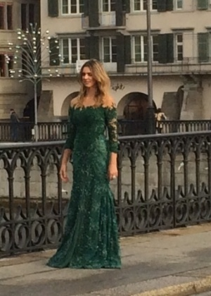 Fernanda Lima faz teste de vestido para a festa de entrega do prêmio Bola de Ouro da Fifa