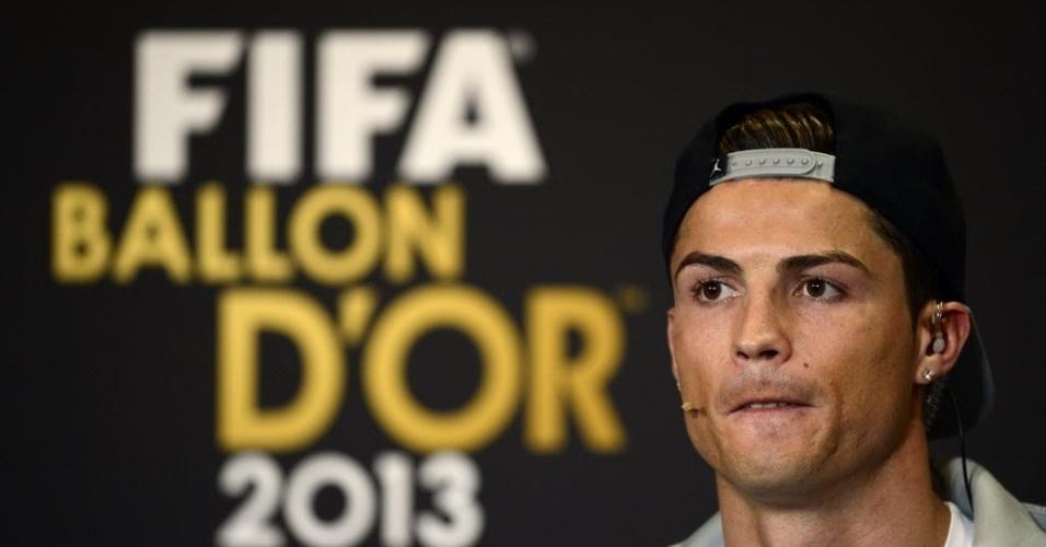 13.jan.2014 - Candidato ao prêmio de melhor do mundo da Fifa, Cristiano Ronaldo participa de coletiva antes da premiação