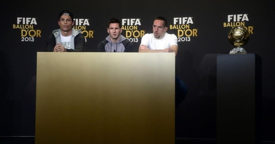 13.jan.2014 - Candidatos ao prêmio de melhor jogador do mundo em 2013, Cristiano Ronaldo, Lionel Messi e Franck Ribéry concedem entrevista coletiva antes do evento de premiação
