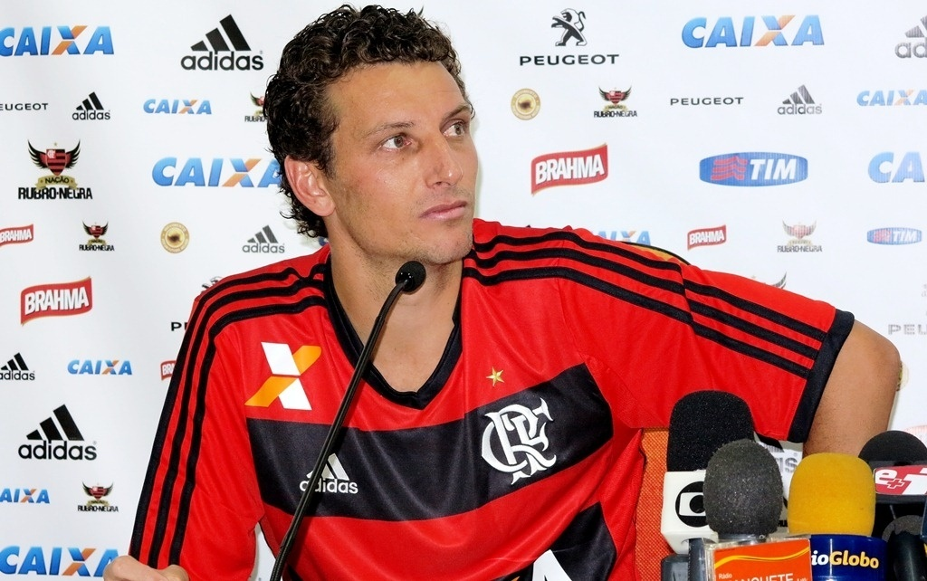 http://imguol.com/c/esporte/2014/01/13/13jan2014---elano-concede-entrevista-coletiva-em-sua-apresentacao-no-flamengo-1389656518044_1024x642.jpg