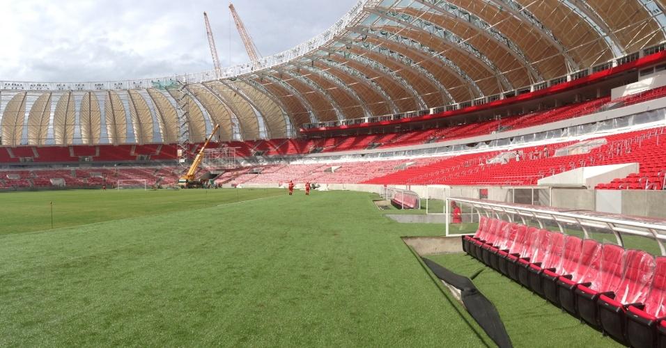 Inter e Andrade Gutierrez terminaram a instalação das folhas opacas da cobertura do estádio Beira-Rio (13/01/2014)