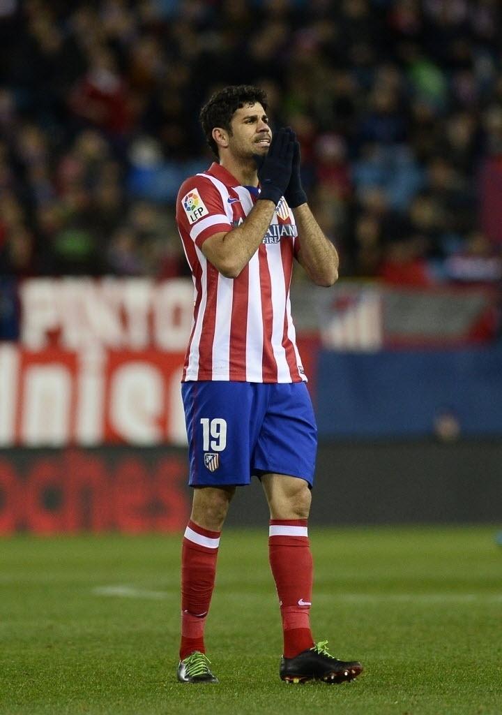 14.jan.2014 - Diego Costa lamenta chance perdida para o Atletico de Madri na partida contra o Valencia pela Copa do Rei