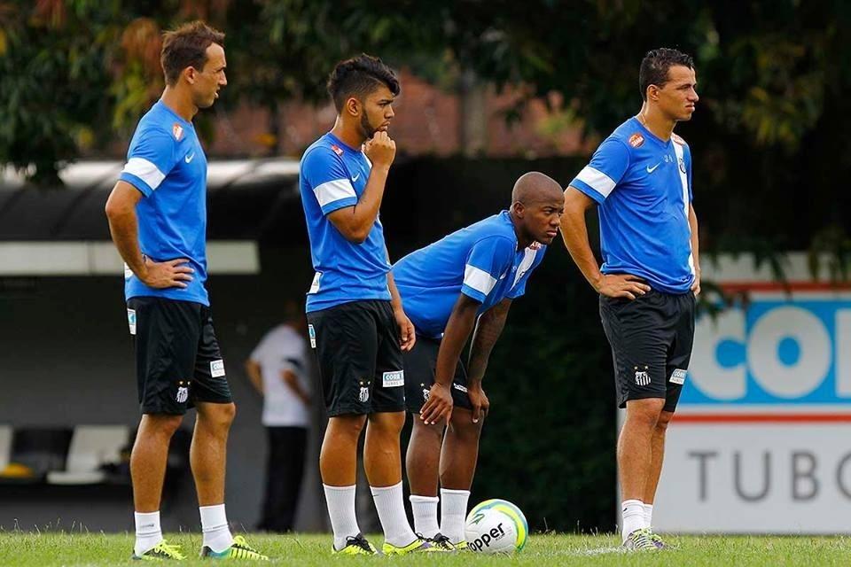 Gabriel Barbosa treinou na vaga de Leandro Damião ao lado de Geuvânio e Thiago Ribeiro