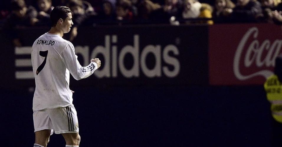 15. jan. 2014 - Cristiano Ronaldo comemora o primeiro gol marcado pelo Real Madrid após ser eleito melhor do mundo