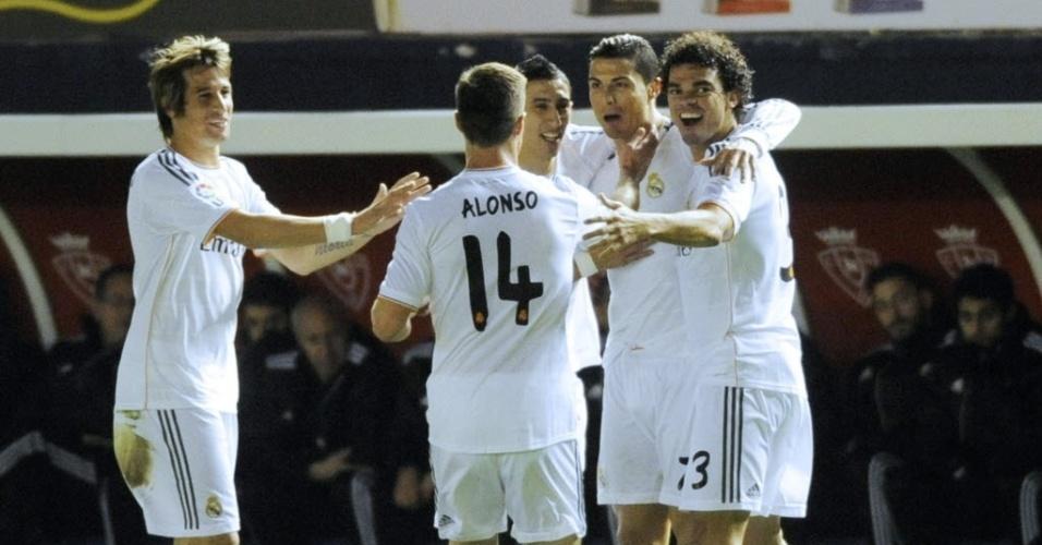 15. jan. 2014 - Jogadores do Real Madrid comemoram primeiro gol do time contra o Osasuna pela Copa do Rei