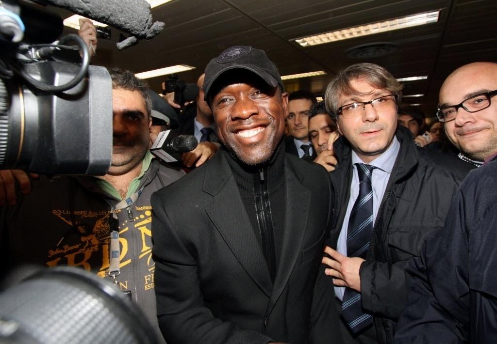 15. jan. 2014 - Seedorf desembarca no aeroporto de Milão