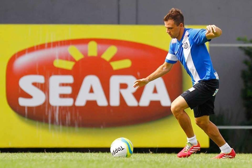 Montillo voltará a atuar como armador das jogadas do Santos com a chegada de Leandro Damião