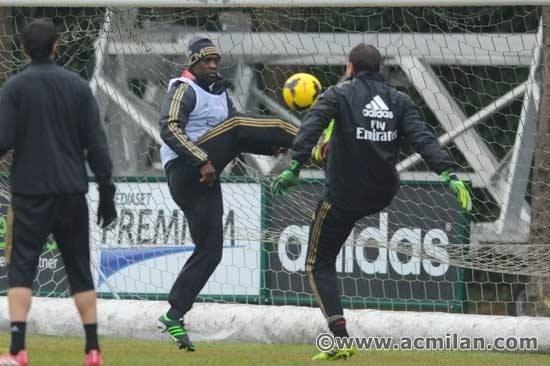 16. jan. 2014 - Seedorf comanda o primeiro treino do Milan como técnico da equipe