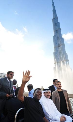 16.jan.2014 - Pelé durante coletiva para anunciar parceria com a Emirates