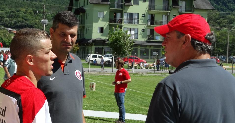 D'Alessandro conversa com Abel Braga após treino do Inter em Gramado