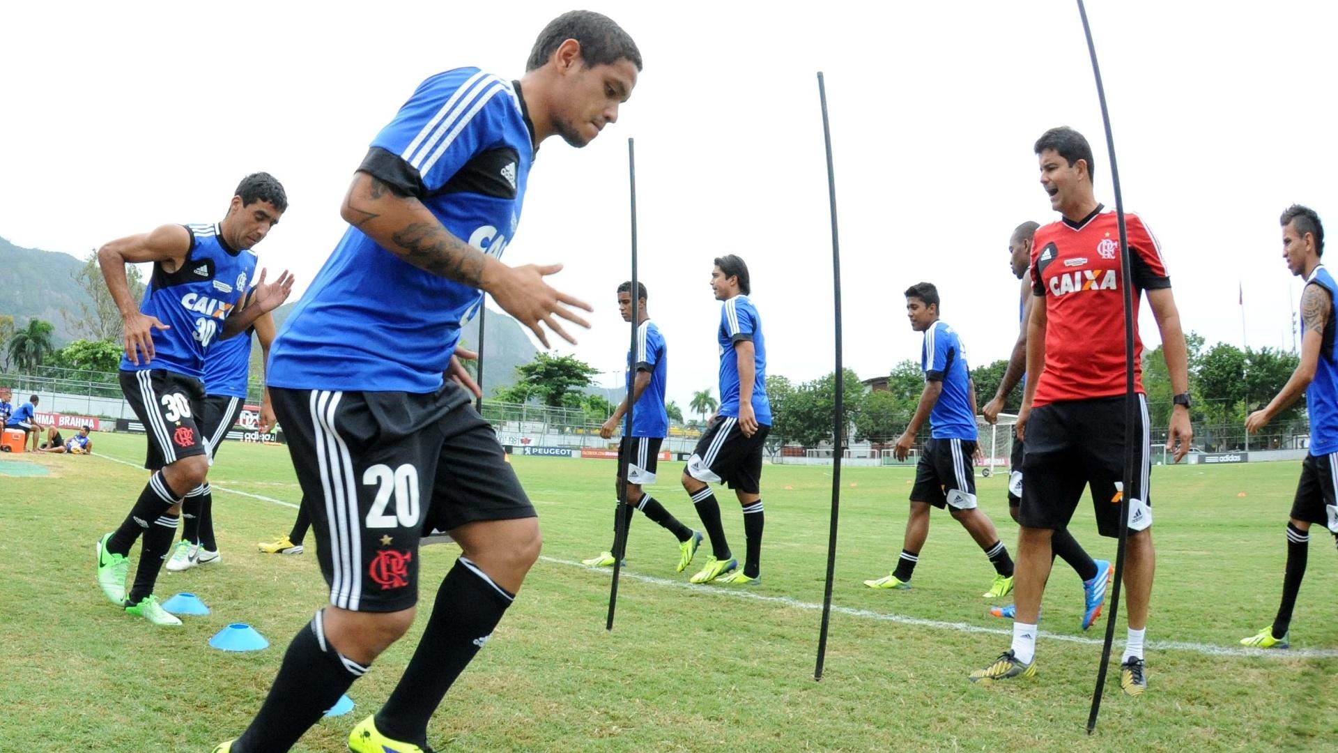 http://imguol.com/c/esporte/2014/01/17/meia-carlos-eduardo-participa-de-treino-do-flamengo-1389972846325_1920x1080.jpg