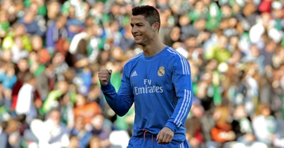18.jan.2014 - Cristiano Ronaldo comemora após marcar o primeiro gol do Real Madrid contra o Bétis