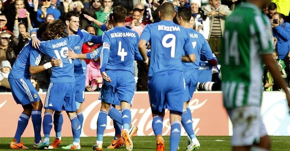 18.jan.2014 - Jogadores do Real Madrid comemoram o segundo gol equipe, marcado por Gareth Bale, contra o Bétis