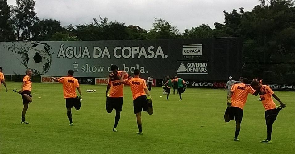 20 jan 2014 - Titulares do Atlético-MG como Diego Tardelli e Jô fizeram o primeiro treino em 2014 na Cidade do Galo