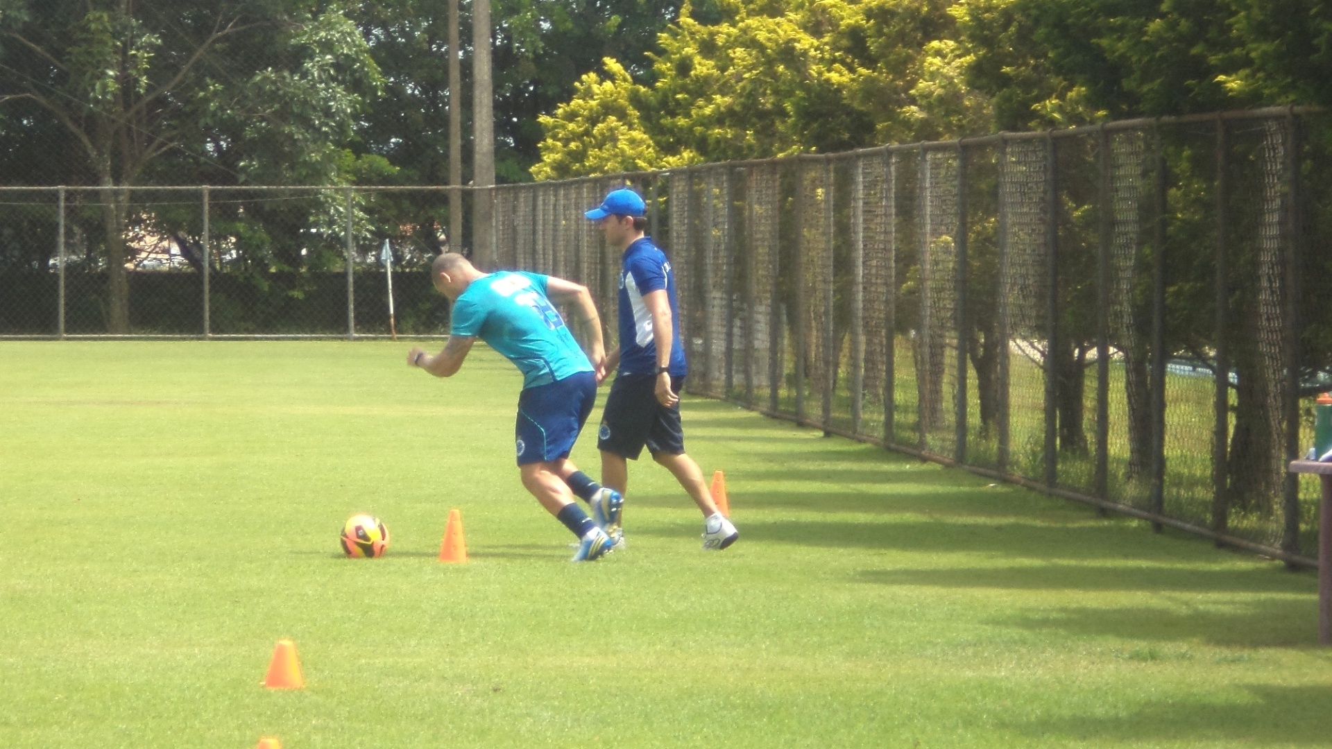 21 jan 2014 - Volante Nilton é liberado pelo departamento médico e inicia trabalho físico no Cruzeiro