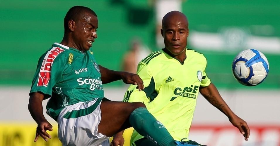 Baiano, na época no Guarani, no Campeonato Brasileiro de 2010. Hoje ele atua no Brasiliense