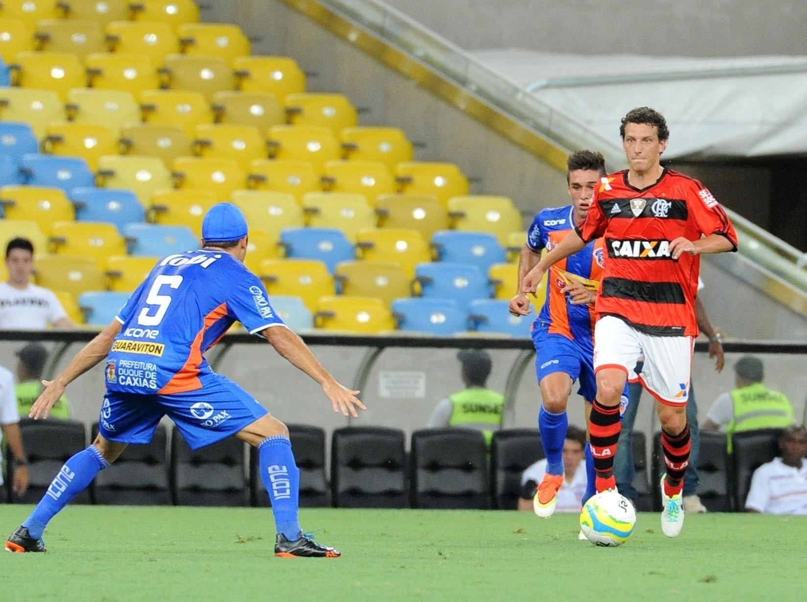 25.jan.2014 - Elano estreia pelo Flamengo em jogo contra o Duque de Caxias pelo Campeonato Carioca