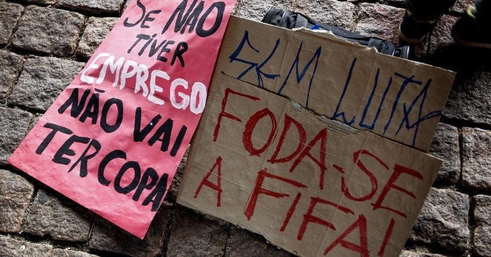 25.jan.2014 - Protesto contra a Copa do Mundo no Brasil é realizado na avenida Paulista