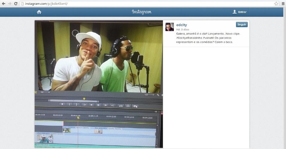 27 jan 2014 - Edcity e Ronaldinho Gaúcho durante a gravação do clipe