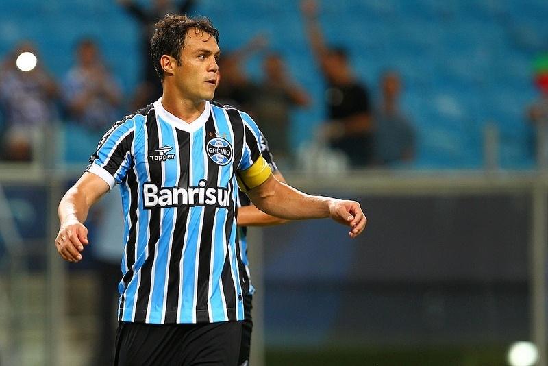 Kleber participa da vitória do Grêmio contra o Aimoré, pelo Gauchão