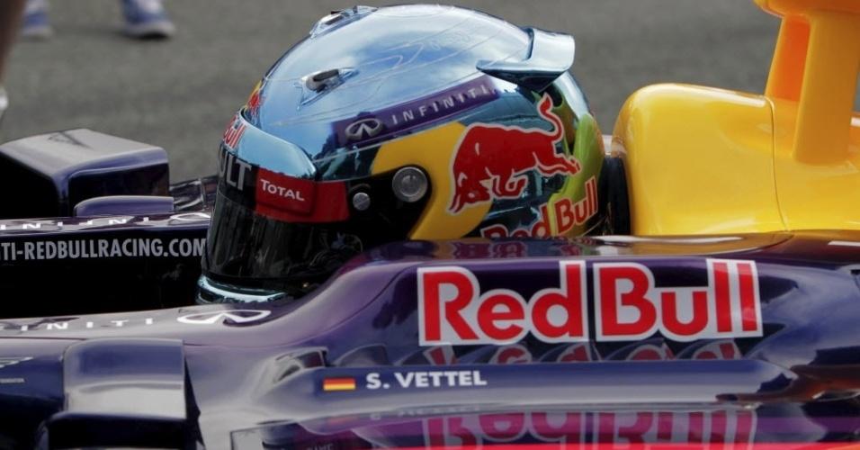28.jan.2014 - Sebastian Vettel testa a nova Red Bull no 1° dia de treinos na Espanha