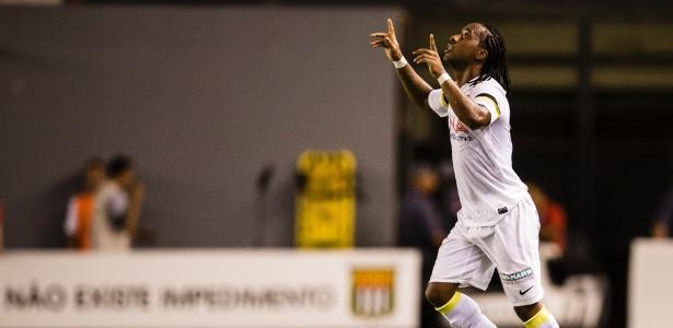 Arouca comemora gol do Santos contra o Corinthians na Vila Belmiro