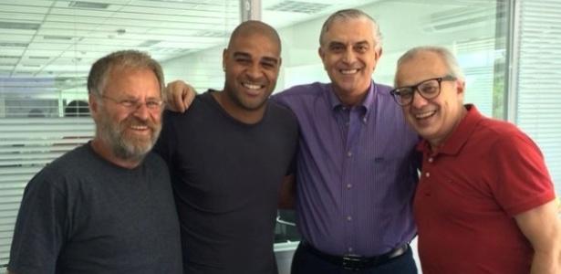 Adriano se reuniu com o presidente e os vices do Atlético-PR nesta quinta-feira; clima parece de paz