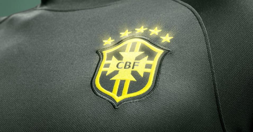 Nike le hizo una tercera camiseta a Brasil que no podrá usar por reglamento
