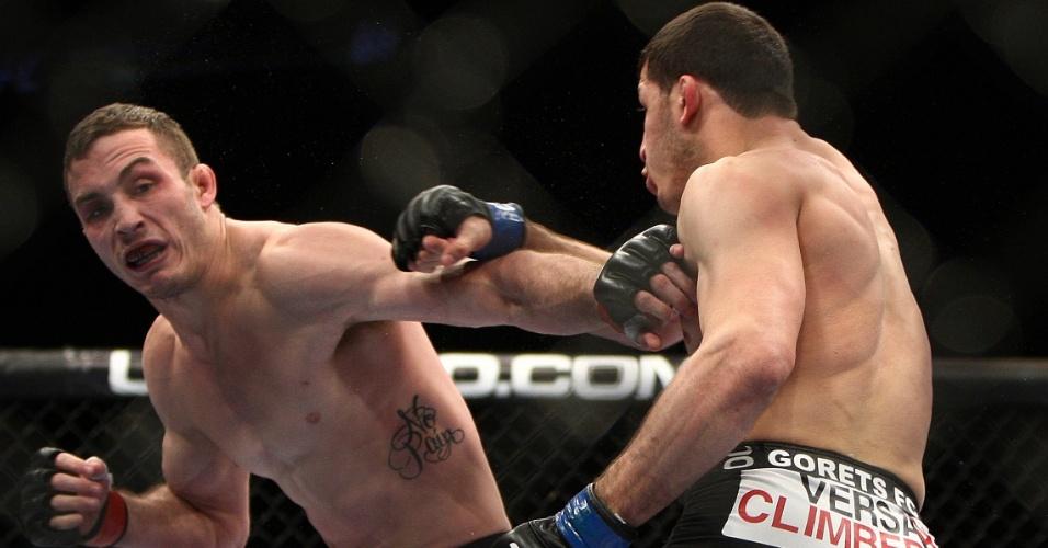 Russo Rashid Magomedov dominou o norte-americano Tony Martin e venceu por pontos na segunda luta do UFC 169