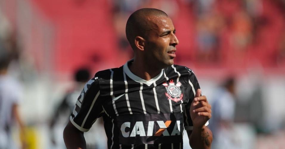 02.fev.2014 - Emerson Sheik durante o  jogo entre Ponte Preta e Corinthians, pelo Campeonato Paulista