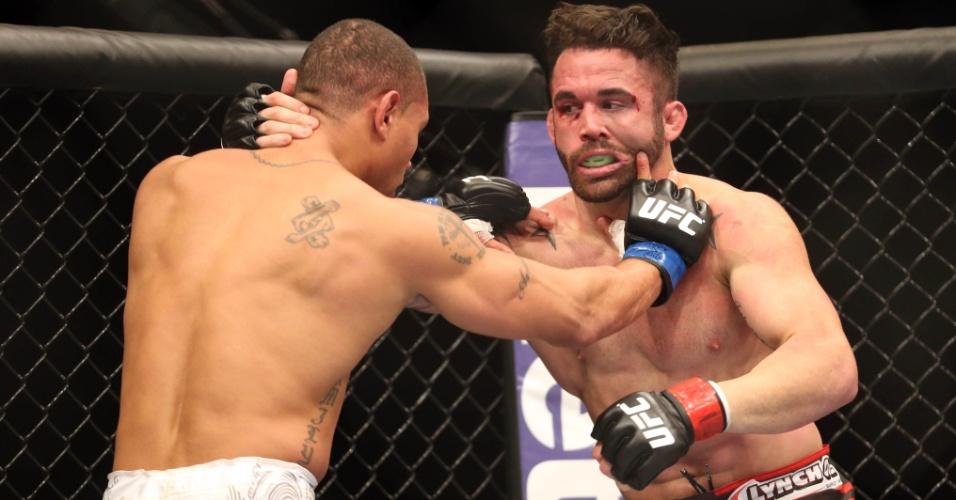 Na melhor luta do UFC 169, Jamie Varner vencia e batia muito até ser ser surpreendido pelo cruzado de Abel Trujillo e ser nocauteado de forma surpreendente
