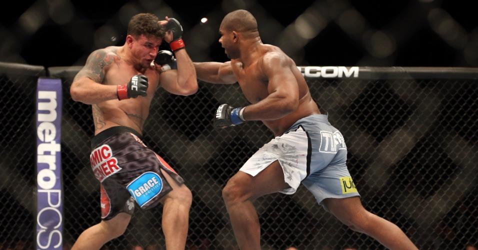 Overeem espantou a má fase e reencontrou os caminhos da vitória ao bater Frank Mir no UFC 169